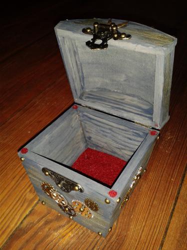 sarah box 04